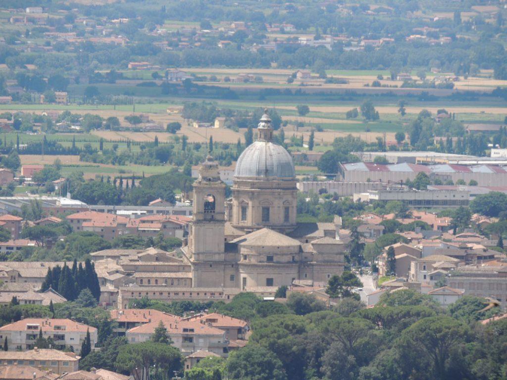 Vista da Assisi della chiesa di Santa Maria degli Angeli